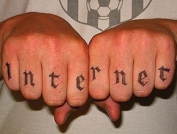 Τα χειρότερα τατουάζ εμπνευσμένα από το Internet!