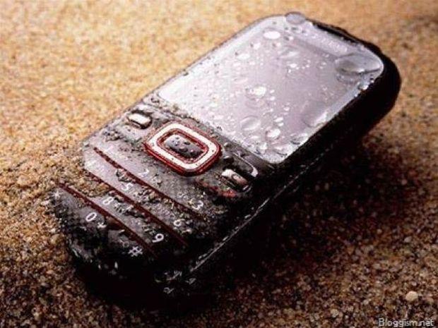 Έπεσε το κινητό σας τηλέφωνο στο νερό; Δείτε τι να κάνετε!