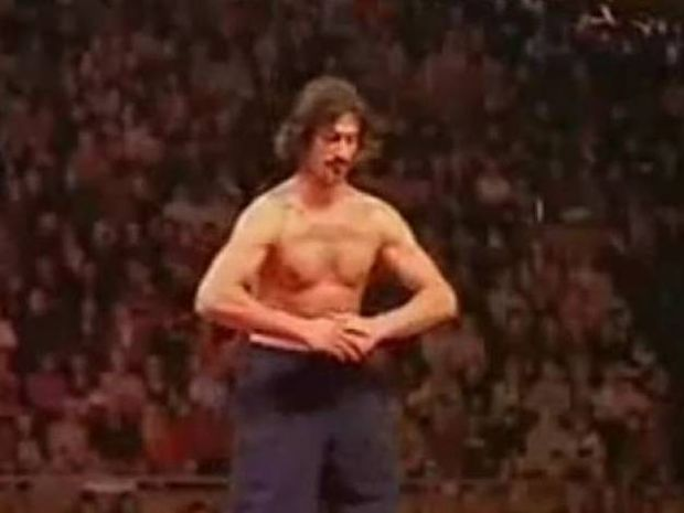 Εκπληκτική παράσταση του ανθρώπου χωρίς... κόκαλα! (video)