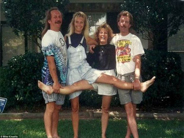 4 αδέρφια φωτογραφίζονται σε μια θεότρελη πόζα επί 25 χρόνια