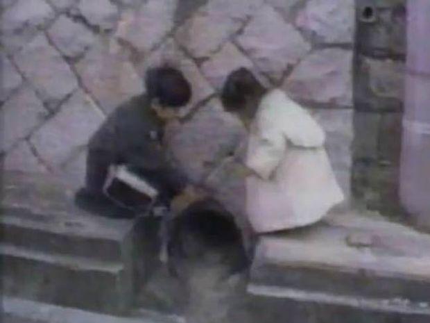 Πολύ συγκινητικό βίντεο: Αγοράκι γίνεται χαλί για την μικρή του αδερφή