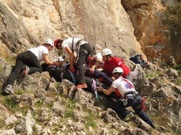 Tραγωδία στην Κομοτηνή: Νεκρός και τραυματίες από πτώση σε χαράδρα