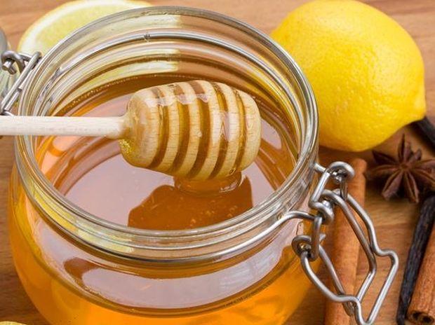 Μία κουταλιά μέλι πριν τον ύπνο βοηθά στο αδυνάτισμα