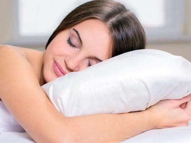 Πέντε λόγοι υγείας για να κοιμηθείτε γυμνοί!