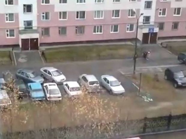 Παρκάρατε και σας έκλεισαν; Έτσι θα βγείτε…