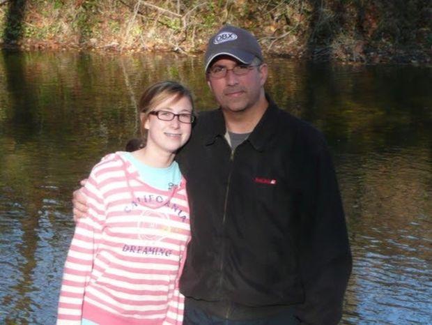 ΔΕΙΤΕ: Μπαμπάς με καρκίνο γράφει συγκινητικά σημειώματα για την κόρη του