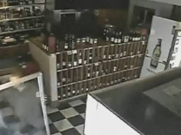 Τρομακτικό βίντεο: «Φάντασμα» τα... σπάει σε «στοιχειωμένο ξενοδοχείο»