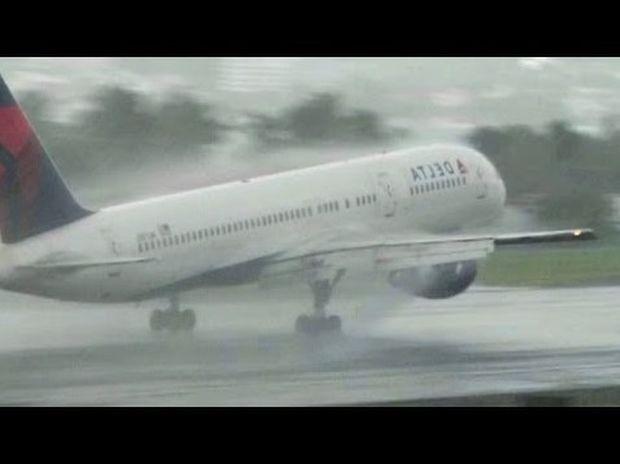 Τέτοια προσγείωση δεν έχετε ξαναδεί (βίντεο)