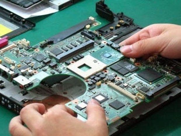 ΑΠΙΣΤΕΥΤΟ: Άνοιξε το laptop για επισκευή και ΔΕΙΤΕ τι βρήκε μέσα! (Βίντεο)