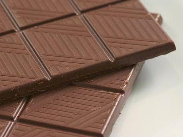 Έχει η σοκολάτα σας μια γκρι επίστρωση; Μην την πετάξετε!