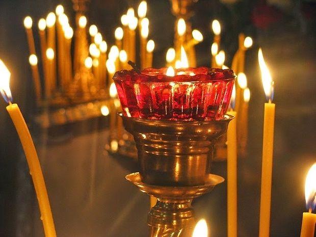 Το ξέρατε; Για ποιο λόγο ανάβουμε κερί στην εκκλησία;