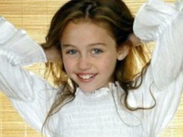 ΔΕΙΤΕ: Αναγνωρίζετε το χαμογελαστό κοριτσάκι της φωτογραφίας;
