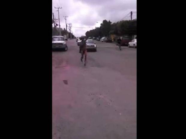 Βίντεο: Έπιασε τη σύζυγο με τον καουμπόι εραστή της και δείτε τι έγινε
