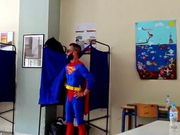 Είναι γεγονός, ο Superman ψήφισε στην Θεσσαλονίκη (βίντεο)