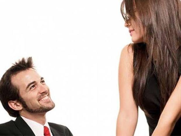 Γι' αυτό οι άντρες τα χάνουν μπροστά σε μια ελκυστική γυναίκα!