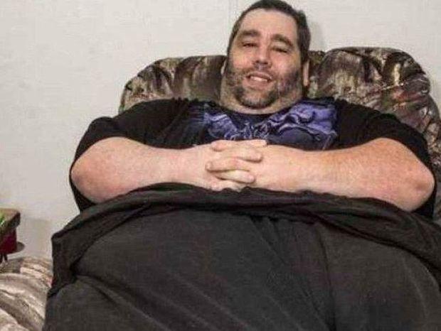 Είχε όγκο 46 κιλών στο όσχεό του και οι γιατροί του έλεγαν να...