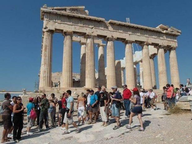 Ποιοι είναι οι πιο γενναιόδωροι τουρίστες στην Ελλάδα;