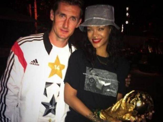 Μουντιάλ 2014: Η Ριάνα γιόρτασε με τους πρωταθλητές κόσμου (photos)