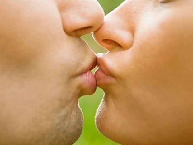 10 απίθανα πράγματα που ίσως δεν γνωρίζατε για το φιλί