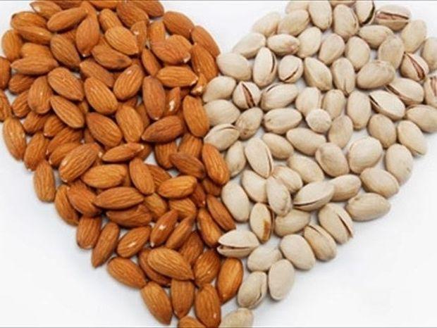 Πιο υγιής η καρδιά με λίγους ξηρούς καρπούς την ημέρα