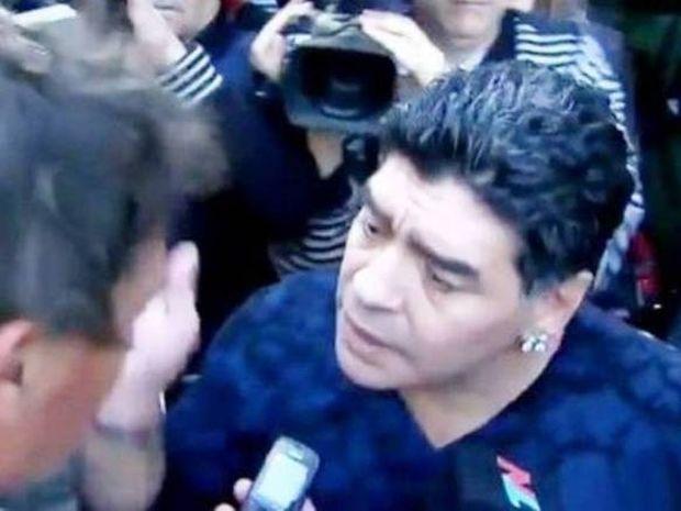 Χαστούκισε δημοσιογράφο ο Μαραντόνα