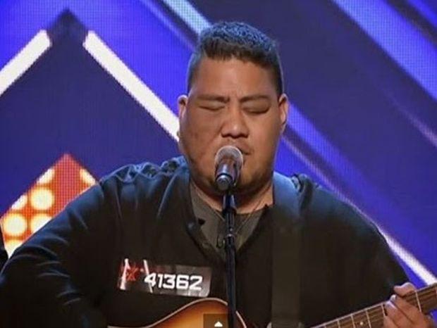 Τον κορόιδευαν για την εμφάνισή του μέχρι που άρχισε να τραγουδάει… (βίντεο)