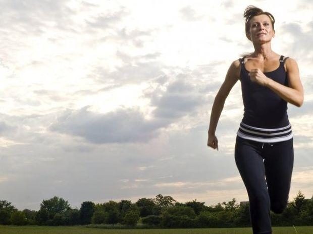 Κάνει θαύματα: Δείτε τι μπορείτε να πετύχετε με 5 λεπτά τρέξιμο την ημέρα