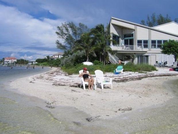Απίστευτα εξοχικά στην παραλία, με θέα που κόβει την ανάσα (pics)