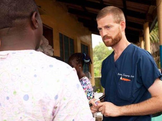 ΗΠΑ: Γιατρός που νίκησε τον Έμπολα προσφέρει αίμα σε άλλον ασθενή