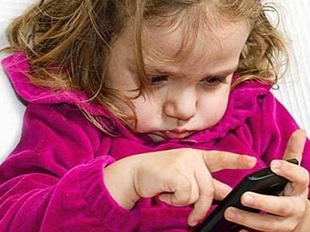 """""""Μαμά θέλω κινητό"""": Τι πρέπει να προσέχετε"""