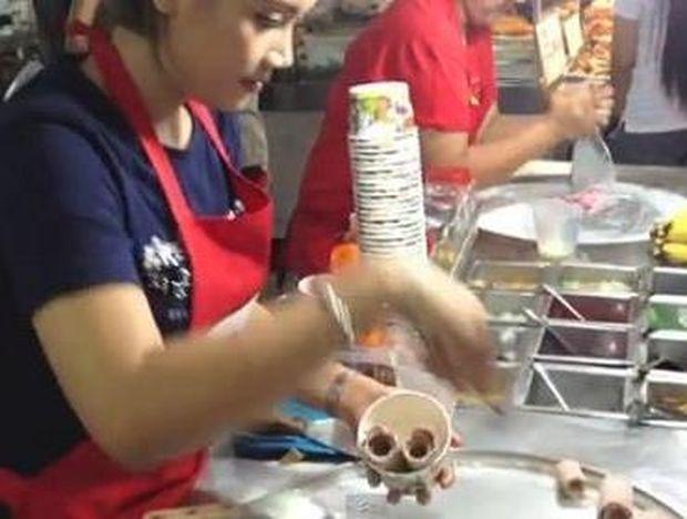 Απίστευτο!! Δείτε πως φτιάχνουν παγωτό στην Ταϊλάνδη!! (video)