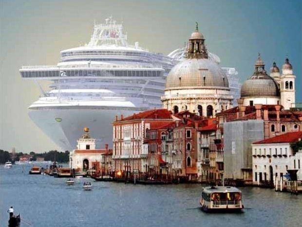 Εντυπωσιακό κρουαζιερόπλοιο στη Βενετία (Φωτογραφίες+video)