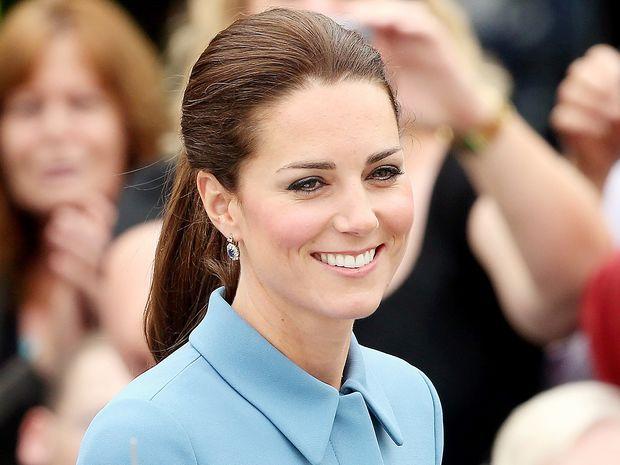 Ζώδια και αστέρια: Απίστευτο! Η εγκυμονούσα Kate Middleton ποζάρει ολόγυμνη!