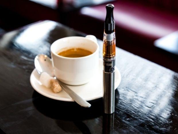 Μ. Βρετανία: Το ηλεκτρονικό τσιγάρο μπορεί να σώσει 54.000 ζωές το χρόνο