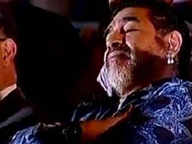 Ντιέγκο Μαραντόνα: Αποκοιμήθηκε την ώρα που ο πρόεδρος μιλούσε για αυτόν! (video)