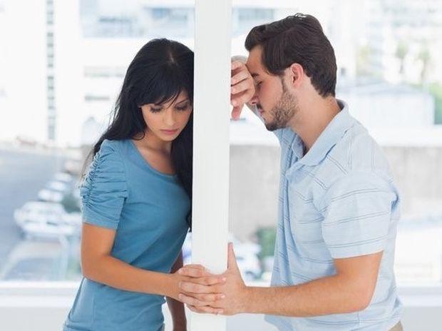 Σχέσεις: Πότε πρέπει να υποχωρείς για να μην τον χάσεις;