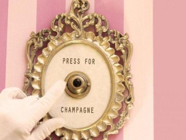 Καλεσμένοι στο σπίτι; 6 πράγματα που πρέπει να κάνεις πριν χτυπήσει το κουδούνι
