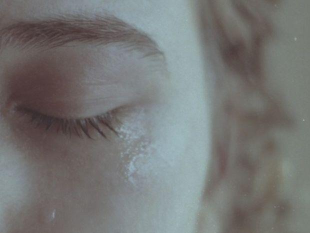 """""""Γύρνα πίσω, μη με αφήνεις"""" : Όταν ο έρωτας γίνεται ζητιανιά...."""