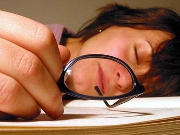 10 λόγοι που αισθανόμαστε κουρασμένοι συνεχώς