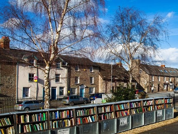 Hay-on-Wye: Η «πόλη των βιβλίων» βρίσκεται στην Ουαλία