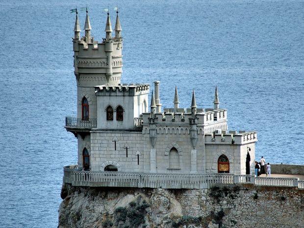 Η φωλιά του χελιδονιού - Ένα κάστρο στην άκρη του γκρεμού