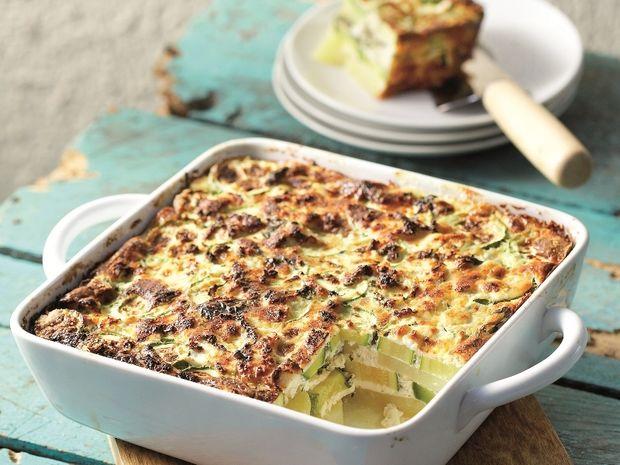 Ομελέτα φούρνου με πατάτες, κολοκυθάκια και ανθότυρο