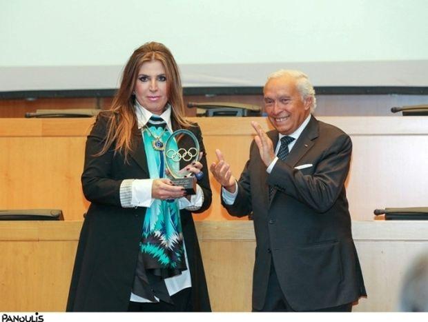 """Απονομή του βραβείου """"Arts and Sports"""" της Διεθνούς Ολυμπιακής Επιτροπής στην Μίνα Παπαθεοδώρου-Βαλυράκη"""