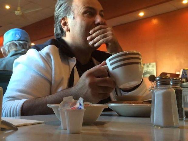 Εσύ πως θα αντιδρούσες αν έβλεπες αυτό στον καφέ σου; (Βίντεο)