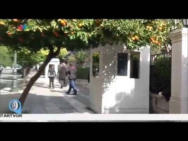 Η άφιξη Βαρουφάκη στο Μαξίμου που ξάφνιασε τους δημοσιογράφους(Vid)