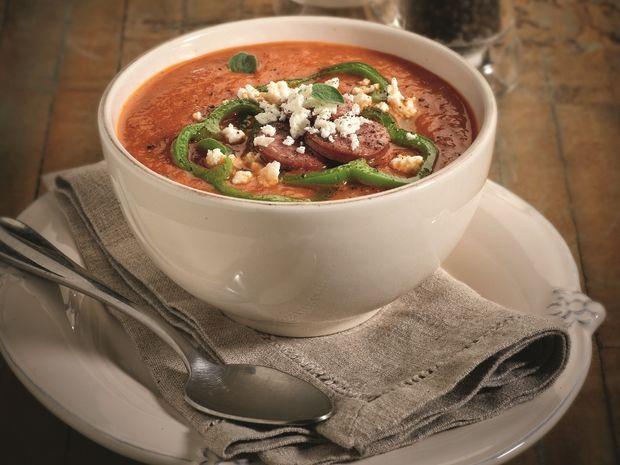 Σούπα από κόκκινες πιπεριές με λουκάνικο