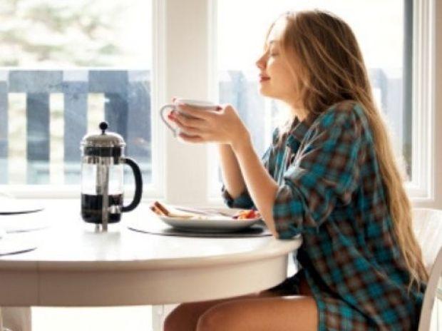 Χάσε περισσότερα κιλά με 4 απλές κινήσεις κάθε πρωί!