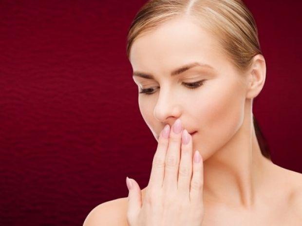 Δείτε για ποιο λόγο έχετε δυσάρεστη αναπνοή (βίντεο)