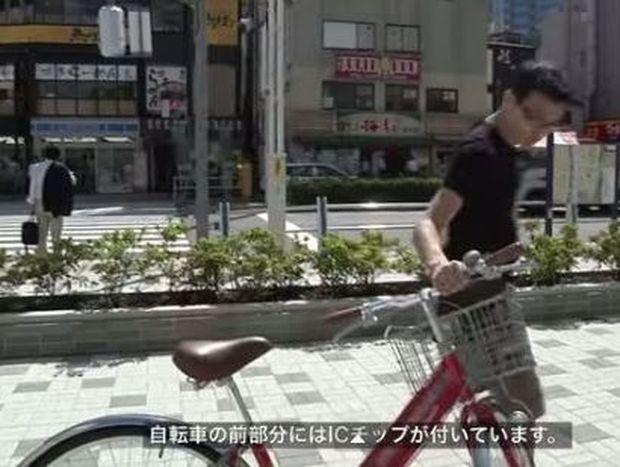 Στην Ιαπωνία δημιούργησαν έναν εντυπωσιακό χώρο στάθμευσης για ποδήλατα (βίντεο)