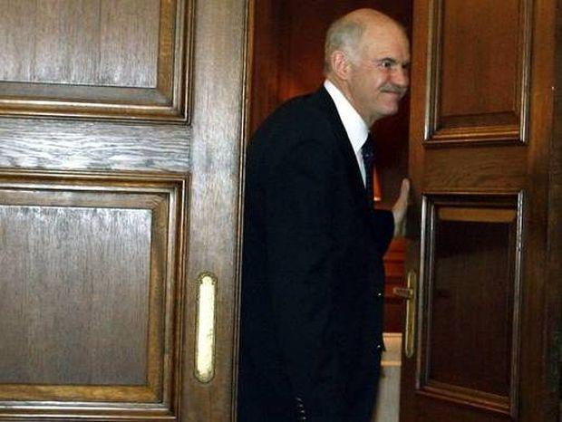 Αρνείται ο Παπανδρέου να παραδώσει το γραφείο του στη Βουλή
